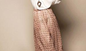 С чем носить бежевую юбку: подбираем правильную обувь и аксессуары