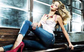Что носить с джинсами: стильные луки и советы
