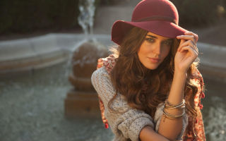 Женская шляпа – практичный аксессуар для любого образа.