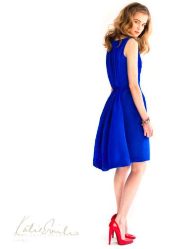Какой цвет туфлей подойдёт к синему платью