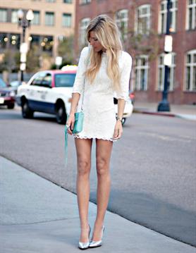 Какую обувь белое кружевное платье