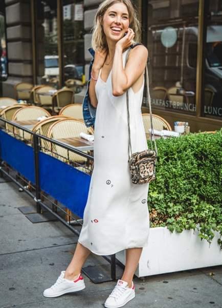 С чем носить длинное платье майку
