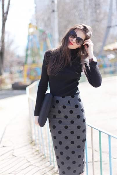 С чем носить юбку в горох черно белую