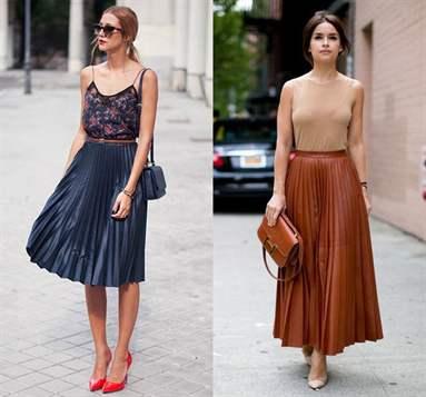 С чем носить плиссированную голубую юбку