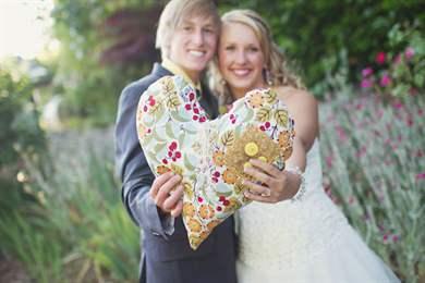 Что дарят на год свадьбы - оригинальные подарки от родных