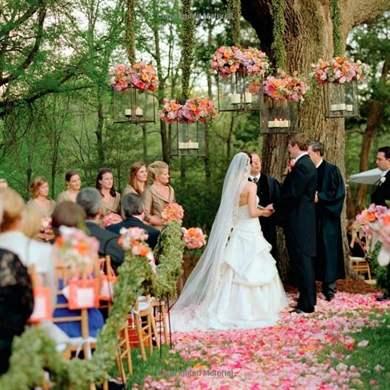 Необычные поздравления в день свадьбы от друзей