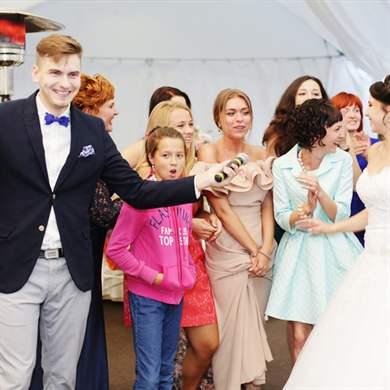 Современные танцевальные песни на свадьбу