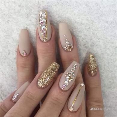 Красивый маникюр на нарощенных ногтях