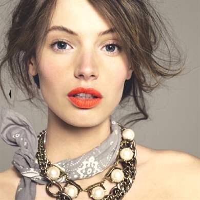 Коралловая губная помада макияж