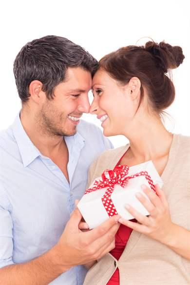 Муж подарил жену