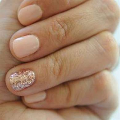 Повседневный маникюр на коротких ногтях