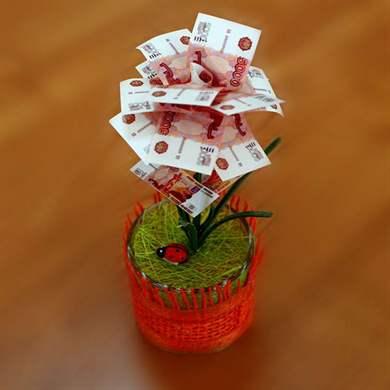 Цветок из денег на подарок 17