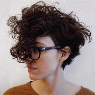 Креативная стрижка для волнистых волос фото