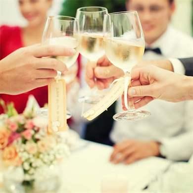Как поздравить песней молодых на свадьбе
