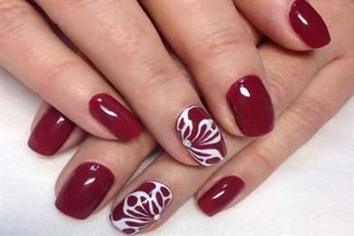 Как ровно накрасить ногти лаком