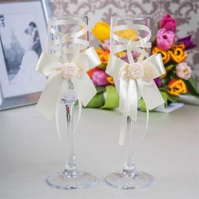 Лентами украшаем бокалы на свадьбу своими руками 620