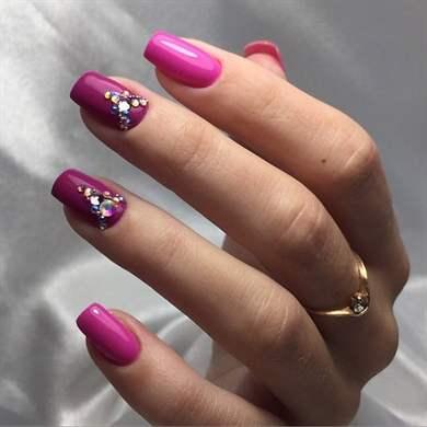 Дизайн ногтей белый френч со стразами