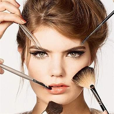Поправить макияж
