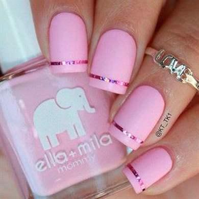 Маникюр розовый с лентой