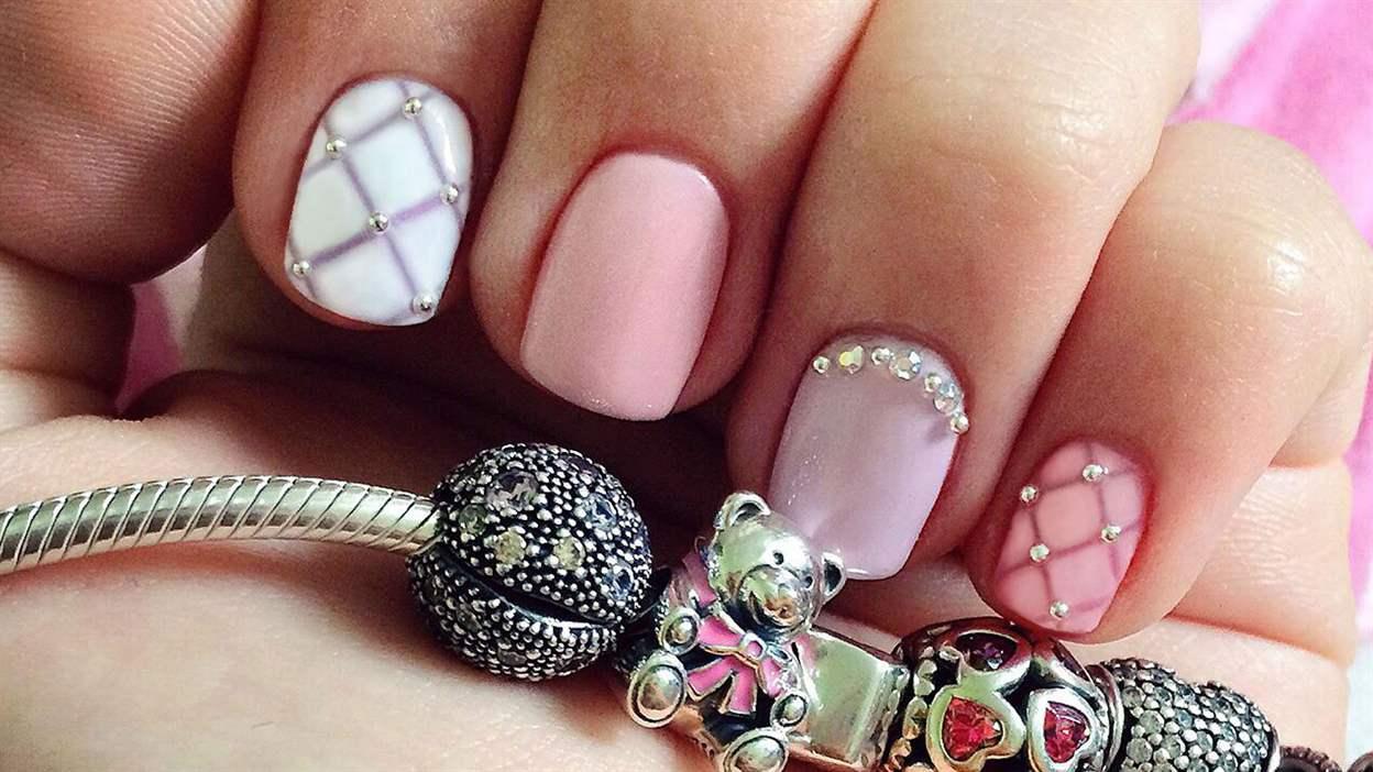 Жемчуг на ногтях дизайн