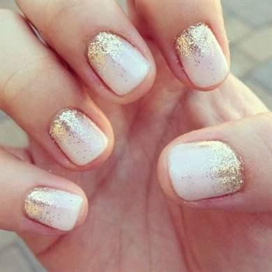 Маникюр золотые блестки на коротких ногтях