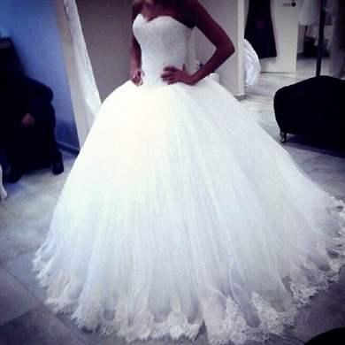 Свадебные платья со стразами и шлейфом