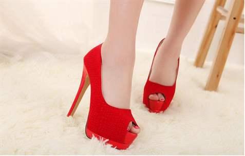 Красные туфли с открытым носом