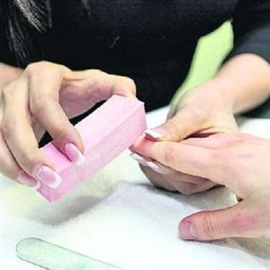 Как красить ногти шеллаком правильно для создания безупречного маникюра