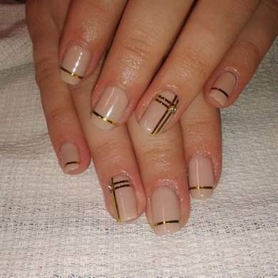 Маникюр на короткие ногти с лентой