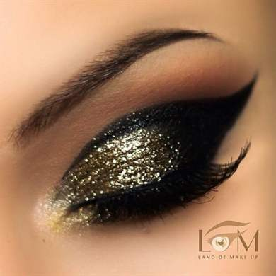 Metallic gold eye makeup