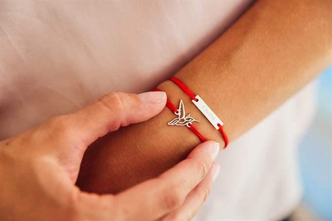 Як носити червону нитку правильно і для чого вона  - Health Club cc17e6dafaf55