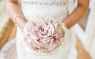 Розовый свадебный букет: фото примеры, из каких цветов сделать