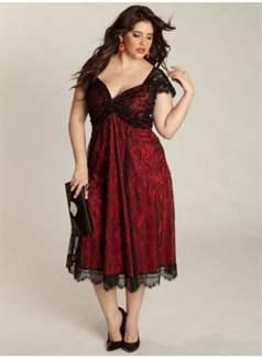 38662cd0896 Очень облегающие платья из тонких тканей — не лучший выбор для полных женщин.  Такой наряд подчеркнет все недостатки фигуры. Вечерние наряды с большим ...