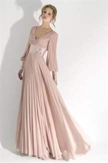 c780e699f52 Модели длинных платьев могут быть с пышной или облегающей юбкой