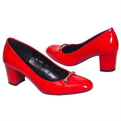 107a27302 Модные женские туфли на низком каблуке 2019: фото популярных моделей и  новинок сезона