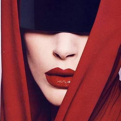 Дневной макияж с красной помадой
