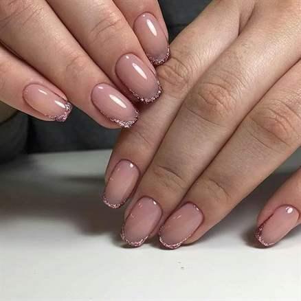 Прозрачные ногти с блестками дизайн